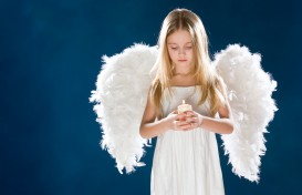 child_girl_angel_wings_candle_54520_3981x2653
